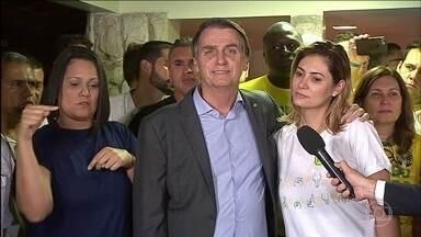 Jair Bolsonaro diz que seu governo vai defender a constituição, a democracia e a liberdade - Por volta das 19h54 de domingo (28), cerca de 30 minutos depois de eleito, Jair Bolsonaro fez o discurso da vitória. Nele, Jair Bolsonaro afirmou que o seu governo vai ser um defensor da constituição, da democracia e da liberade.
