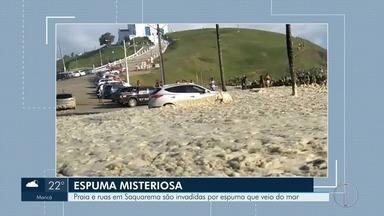 Espuma misteriosa toma praia e ruas de Saquarema, no RJ - Assista a seguir.