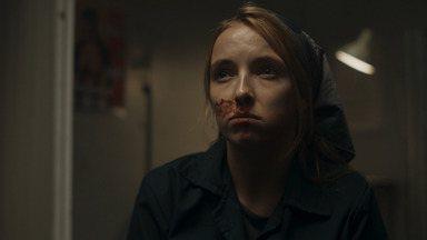 Leve-Me Ao Buraco! - Eve e Carolyn vão a uma prisão em Moscou tentar conversar com uma assassina para conseguirem informações sobre a organização de Villanelle.