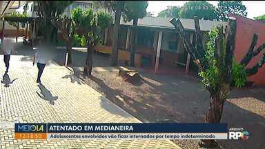 Adolescentes envolvidos em atentado à escola continuam internados em centro educativo - Eles entraram atirando na escola, em Medianeira. Um adolescente de 15 anos foi atingido.