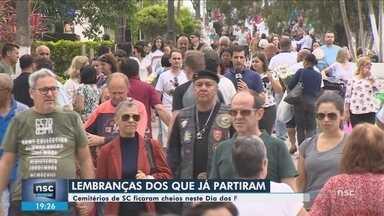 Milhares de pessoas visitam cemitérios de SC no Dia dos Finados - Milhares de pessoas visitam cemitérios de SC no Dia dos Finados
