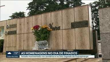 Dia de finados movimenta cemitérios e Solo Sagrado da Guarapiranga - Parentes e amigos dedicaram o dia para homenagear pessoas amadas que já se foram