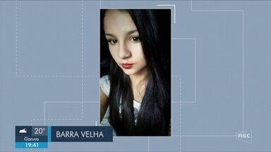 Giro: Familiares se despedem de adolescente de 16 anos encontrada morta em Barra Velha - Giro de notícias: Familiares se despedem de adolescente de 16 anos encontrada morta em Barra Velha