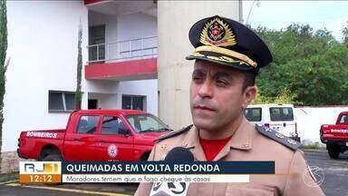 Focos de queimadas próximo a casas deixam moradores de Volta Redonda em alerta - Este ano já foram registrados quase 200 pontos de incêndios no município.
