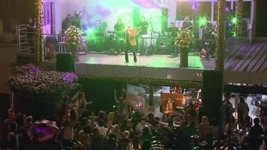 Dia de Finados é celebrado no Memorial em Santos - Os visitantes puderam conferir o show de Roberto Leal.