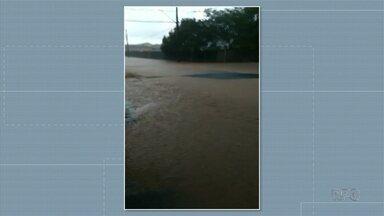 Rio que abastece a cidade de Rebouças transborda com chuva forte - Temporal que caiu na cidade deixou mais de 10 casas alagadas.