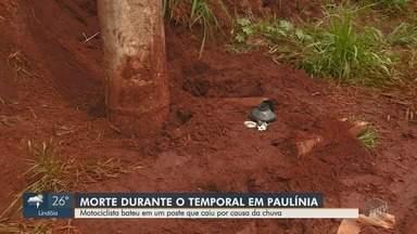 Motociclista morre depois de colidir com poste derrubado por chuva em Paulínia - Acidente aconteceu na noite de sábado (3). Corpo será levado para o Paraná, estado onde a família da vítima mora.