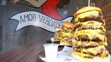 """Sabores e Bastidores: Você comeria um """"hamburgão"""" em menos de 10 minutos? - Assista a seguir."""
