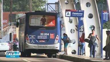 Passageiros enfrentam caminhadas e atrasos com greve de 80 ônibus municipais em Americana - Preocupação dos funcionários é com os pagamentos do último mês.