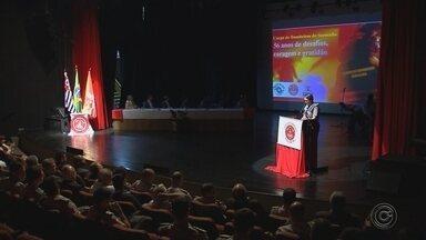 Cerimônia celebra os 56 anos do Grupamento dos Bombeiros em Sorocaba - Uma cerimônia no teatro municipal de Sorocaba comemorou o aniversário de 56 anos do grupamento de bombeiros na cidade.