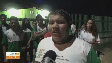 Alunos do IFAM ficam sem condução para voltar pra casa, em Presidente Figueiredo - Município enfrenta problemas com transporte público