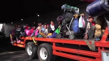 Fantástico mostra a rotina dos migrantes em caravana rumo aos EUA - A caravana começou a se formar em Honduras no dia 12 do mês passado e foi crescendo com gente de outros países da América Central.