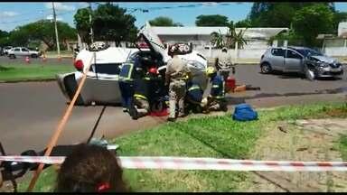Motorista fica ferida depois de se envolver em acidente na Vila Yolanda - A batida foi no domingo.