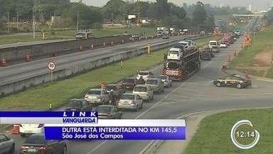 Dutra tem trechos de interdição devido a obras em São José - Motoristas devem redobrar atenção.
