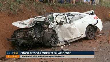 Cinco pessoas morrem em acidente na PR-317 - Entre as vítimas estavam estudantes que iriam prestar a prova do Enem