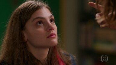 Lenita proíbe Pat de se encontrar com Isabel e Marcelo - Ela fica magoada quando Pat diz que curtiu o namoro dos dois.