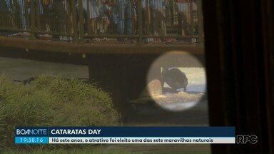 Homem é flagrado juntando moedas nas cataratas do Iguaçu - Ele pulou a passarela