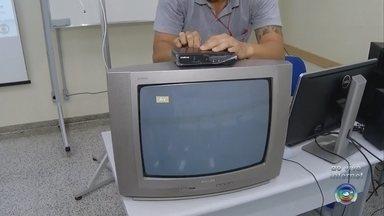 Alunos do Senai têm aulas de capacitação sobre TV Digital em Santa Cruz do Rio Pardo - Pra garantir que todos possam assistir a nossa programação após o desligamento do sinal analógico, o Senai vai dar aulas de capacitação, nesta terça-feira (13), em Santa Cruz do Rio Pardo. Os alunos do Senai e da rede pública de ensino vão aprender tudo sobre o funcionamento da TV digital. A aula vai ser no centro de treinamento às 14h.
