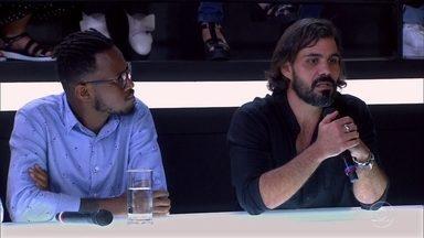 Juliano Cazarré conta como lida com a nudez - Convidados também debatem o tema