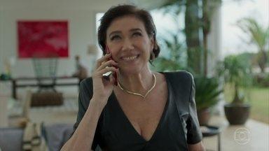 Valentina liga para sua irmã Marilda - Ela quer saber se Gabriel está lá