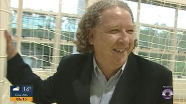 Morre Aldyr Schlee, escritor e criador da camisa amarela da seleção brasileira - Gaúcho de Jaguarão lutava desde 2012 contra um câncer de pele.