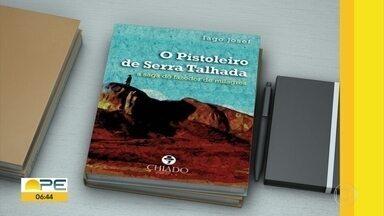 """Confira os lançamentos de livros desta sexta-feira (16) - """"O Pistoleiro de Serra Talhada"""" é a primeira obra do escrito Tiago Josef, de 25 anos."""
