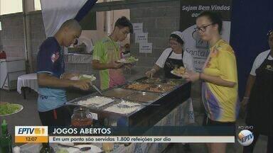 Mais de 1,8 mil refeições são servidas para atletas nos Jogos Abertos - São oferecidas 600 refeições no café da manhã, 600 no almoço e 600 no jantar no pavilhão da Exposhow em São Carlos.