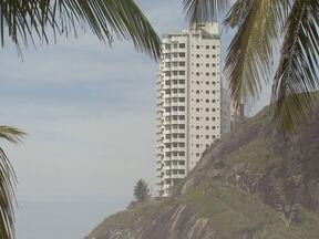 Dívida de donos de imóveis que não pagaram IPTU em Guarujá chega a R$ 100 milhões - Sem esse dinheiro, prefeitura deixa obras importantes para atrás.
