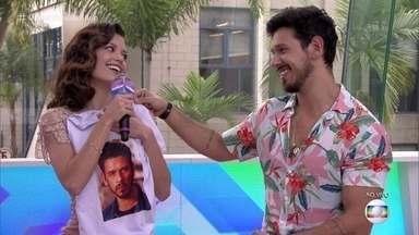 Vitória Strada invade o estúdio do Vídeo Show - Ela e João Vicente assistem juntos bastidor de 'Espelho da vida'