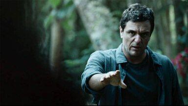Vingança - Policiais acusam um detento de matar um delegado, mas Adriano desconfia e decide investigar o caso.