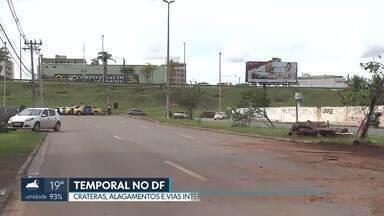 Temporal causa estragos no DF - Em várias regiões, houve alagamentos e trânsito parado. A EPVP, no sentido Águas Claras, foi interditada, pelo menos, até amanhã.