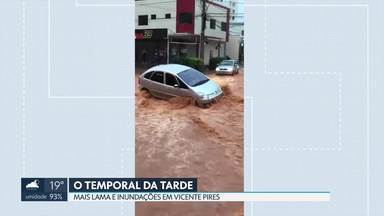 Por causa das fortes chuvas, carro precisa ser guinchado em Vicente Pires - Mais placas de asfalto se soltaram do chão e novos buracos surgiram hoje à tarde, durante temporal
