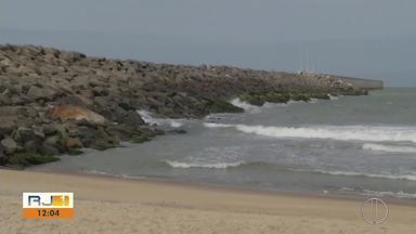 Buscas pelo homem que despareceu durante pesca submarina são retomadas - Homem desapareceu nesta sexta-feira (16) na praia do Açu, em São João da Barra.