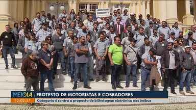 Protesto de cobradores e motoristas - Categoria é contra a proposta de bilhetagem eletrônica nos ônibus.