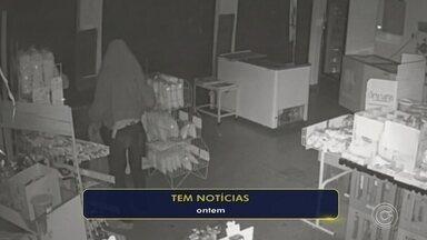 Pelo menos quatro lojas foram invadidas em poucas semanas em Jundiaí - Pelo menos quatro lojas foram invadidas várias vezes em poucas semanas em Jundiaí (SP). Os comerciantes disseram que não aguentam mais abrir as lojas e encontrarem tudo revirado.