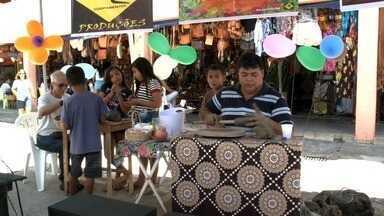 Oficina de artes, gratuita, é ofertada no Mercado do Artesanato - Evento acontece todos os sábados.