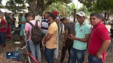 Milhares de pessoas buscam supostas vagas de emprego no Grande Recife - Supostas vagas seriam para a construção de um shopping no Cabo de Santo Agostinho.