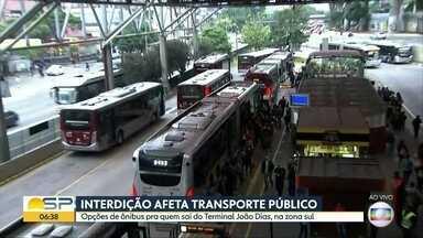 Interdição de viaduto afeta transporte público - Veja quais são as opções de ônibus para quem sai da Zona Sul