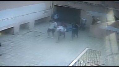 Morre aluno agredido por colega em escola pública de BH - A agressão foi na última quarta (14/11), no Instituto de Educação de Minas Gerais. Luiz Felipe Siqueira de Sousa, de 17 anos, passou por cirurgias, mas não resistiu.