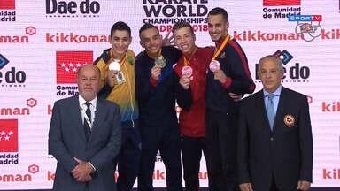 Vinícius Figueira no mundial de karatê