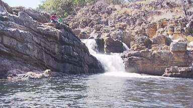 Distrito histórico de Itabira, em MG, é cercado de natureza - A primeira parada do Terra de Minas é neste vilarejo que tem pouco mais de 100 moradores, mas que reúne mais de 50 cachoeiras e cascatas em uma área de preservação ambiental.