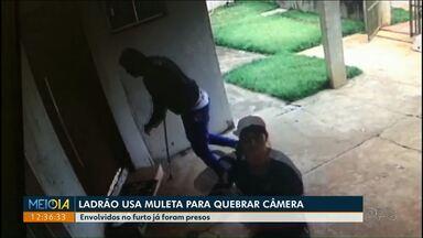 Ladrões usam muleta para quebrar câmeras de segurança - Três homens foram presos, após um furto em uma casa em Mandaguari.