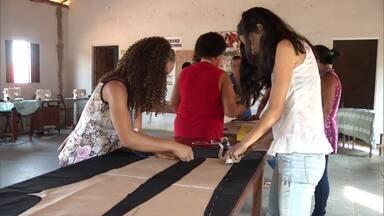Moradoras de comunidade rural de Brasília de Minas participam de curso capacitação - Elas aprendem tudo sobre corte e costura