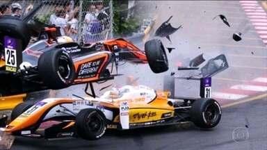 Entenda como piloto que sofreu acidente a mais de 270km/h na Fórmula 3 sobreviveu - Entenda como piloto que sofreu acidente a mais de 270km/h na Fórmula 3 sobreviveu