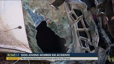 Dois jovens morrem em acidente - No veículo, tinham oito pessoas entre 15 e 19 anos.