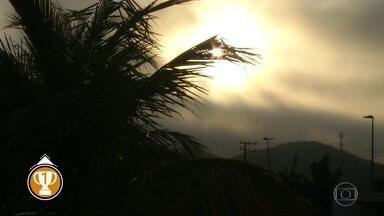 Previsão é de chuva para o Rio de Janeiro nesta segunda-feira (26) - Uma frente fria forma núcleos de chuva que estão sobre o estado. A temperatura máxima prevista para a Região Metropolitana é de 28ºC.