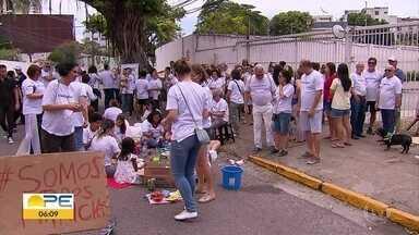 Família de mulher morta em acidente que pode ter sido causado pelo marido faz protesto - No domingo (25) também houve uma caminhada de combate à violência contra a mulher, no Recife.