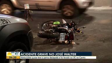 Acidente deixa motociclista gravemente ferido no bairro José Walter - O motociclista quase teve a perna decepada e foi encaminhado em estado grave ao IJF. Segundo a polícia, o motorista do carro tinha sinais de embriaguez. Ele foi levado a delegacia para prestar esclarecimentos