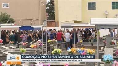 Corpo de turista morta em trilha no RJ é sepultado em Florianópolis - Corpo de turista morta em trilha no RJ é sepultado em Florianópolis