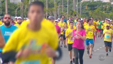 Cerca de 19 mil pessoas participam da 'Corrida pela Vida' para ajudar crianças com câncer - O evento aconteceu neste domingo (25) em Porto Alegre.